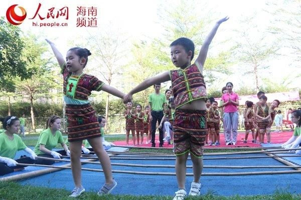 """琼大幼儿园欢庆""""三月三"""" 文化传承从娃娃抓起"""