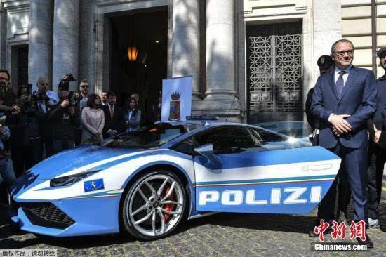 超跑当警车! 意大利警方获赠兰博基尼跑车