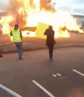 巴黎一嘉年华现场发生爆炸 儿童被吓奔跑尖叫