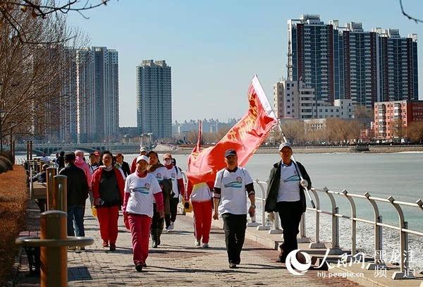 齐齐哈尔举办清明千人徒步活动