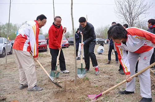2017年奥运之家春季义务植树活动在朝阳区崔各庄乡何