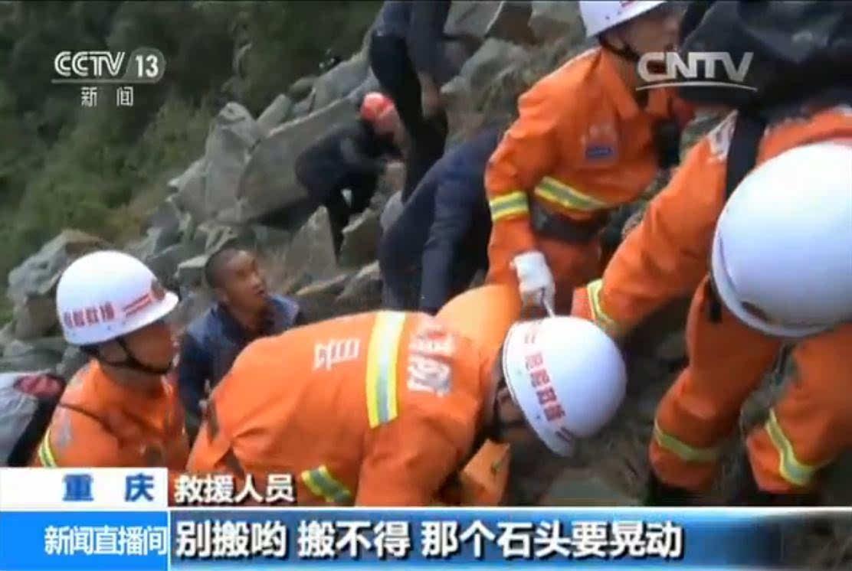 重庆一农用车违规载客坠崖致7死5伤