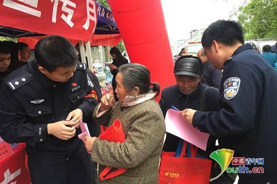 兴国城岗民警集中开展综治宣传加强警民关系