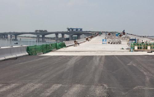 港珠澳大桥香港接线将于本月内贯通全长12公里
