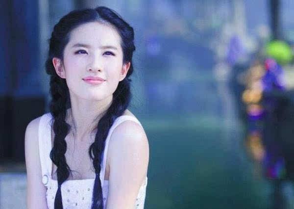插刘亦菲逼_刘亦菲为《三生三世》配音要被逼疯求放生