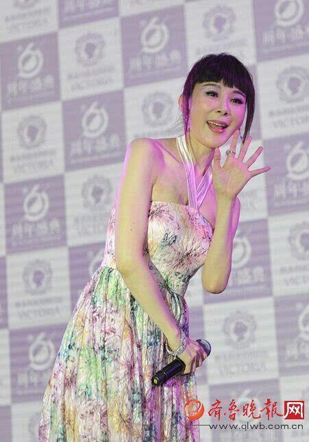 近50岁地牛萧蔷变这样花近照出镜曾是台湾第用美女耕裙子图片