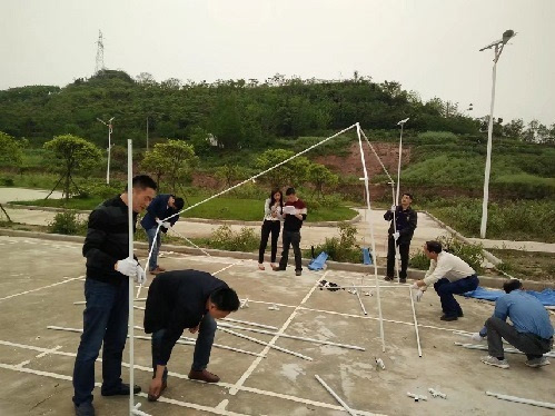 垫江周嘉镇:搭建救灾帐篷训练