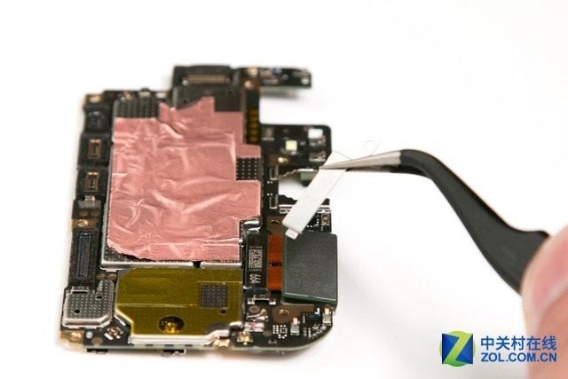 本文属于原创文章,如若转载,请注明来源:密封设计依旧出色 vivo X9Plus拆解图赏http://mobile.zol.com.cn/637/6371792.html   向作者提问标签:手机特别策划手机拆机