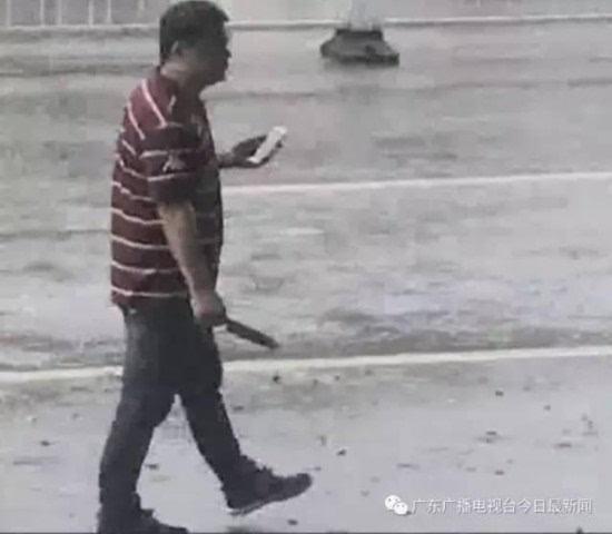 男子杀人后安慰路人:不要怕我只砍他