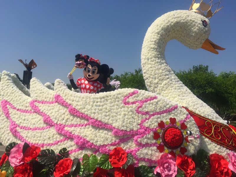 北京:世界花卉大观园迷你花车巡游精彩开场