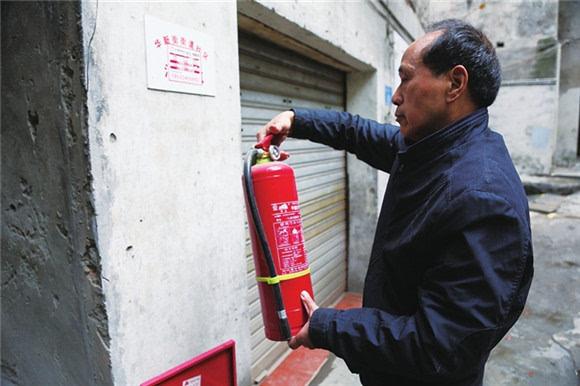 消防志愿者服务社区百姓生活更安心