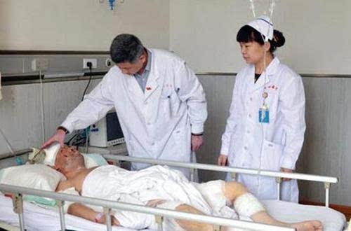 江西男子遭黑熊袭击受重伤 忍痛骑摩托车12公里自救