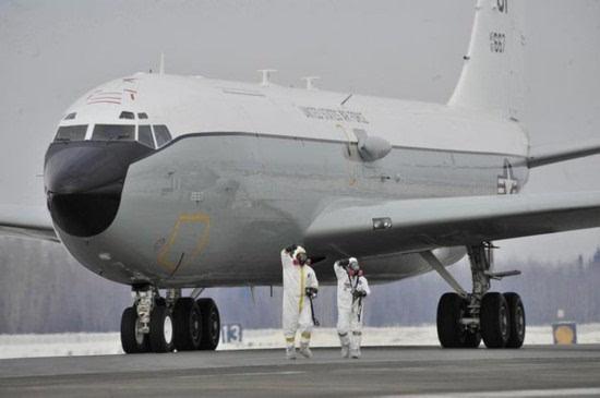 """美媒:中国战机""""桶滚拦截""""美核侦察机"""