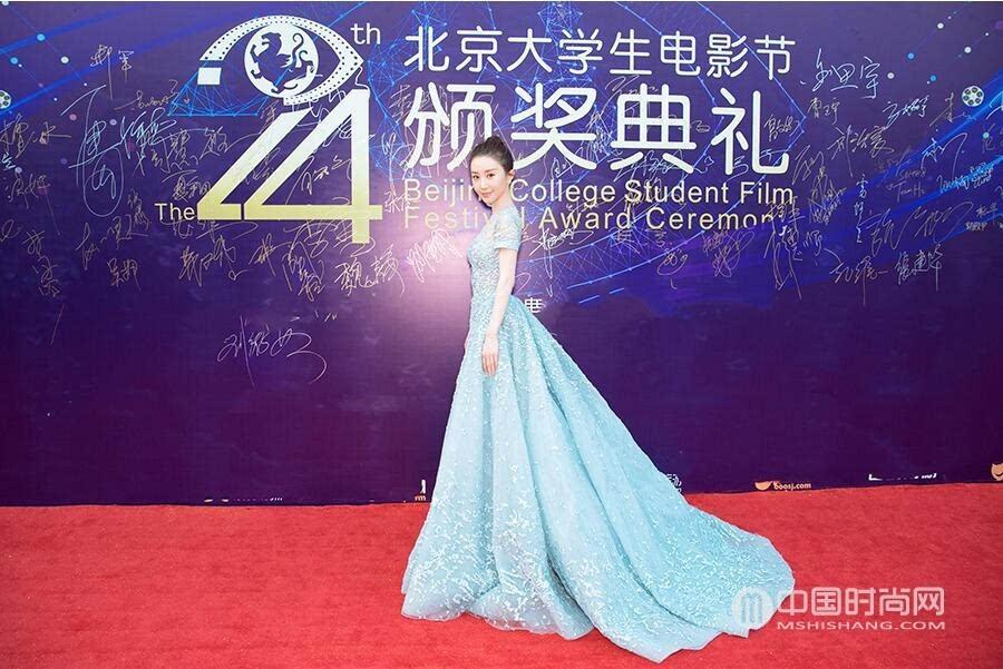 舒畅出席大学生电影节活动看看她这身蕾丝裙穿搭风格你是否喜欢