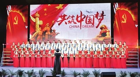 乌兰察布日报社代表队激情合唱《共筑中国梦》 本报记者 云娜摄