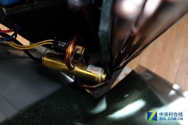 该机还配有电子膨胀阀,即有一个专门的步进电机来控制冷量的合理输出图片