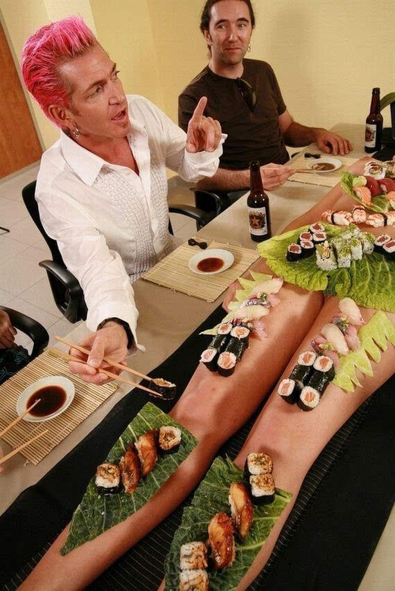 日本BT的人体寿司!面对赤裸美女 谁还能安心吃