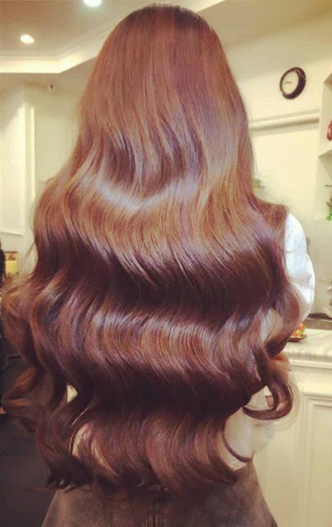 这款发型是一款经典的大波烫发效果.