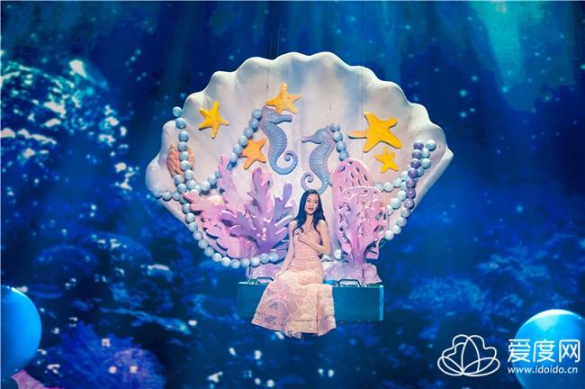 第二幕,梦幻海底世界,baby坐在贝壳之上,随着气泡上升,吟唱着迫切寻求
