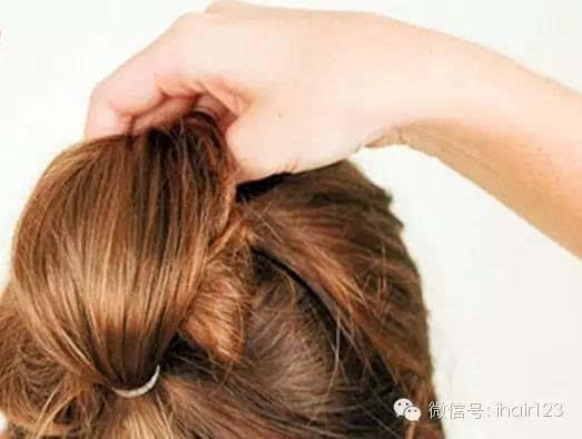 丸子头怎么扎出蓬松感?2015最流行的扇子头发型!