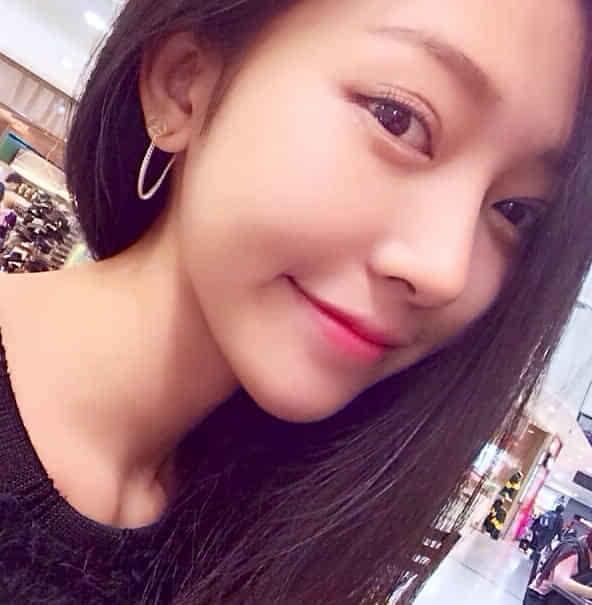 """这名""""越南最美女大学生""""素颜的时候清纯不做作,上妆又感觉美艳十足"""