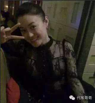 关婷娜表演连环剪刀手 赵本山都被逗笑了!