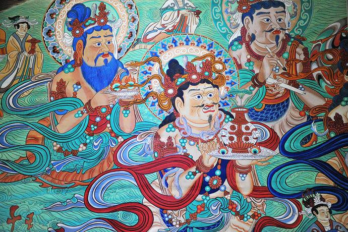 曾跟父辈们学习工笔重彩人物画,其间受到敦煌壁画艺术的熏陶,立下付出