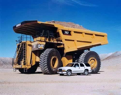 世界上最大的卡车,卡特彼勒797(载重450t)(www.souid.com)
