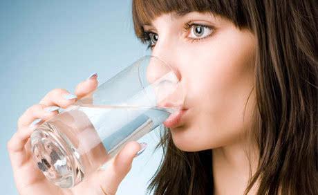 """八成疾病与饮水不良有关 健康喝水别忘""""五步走""""图片"""