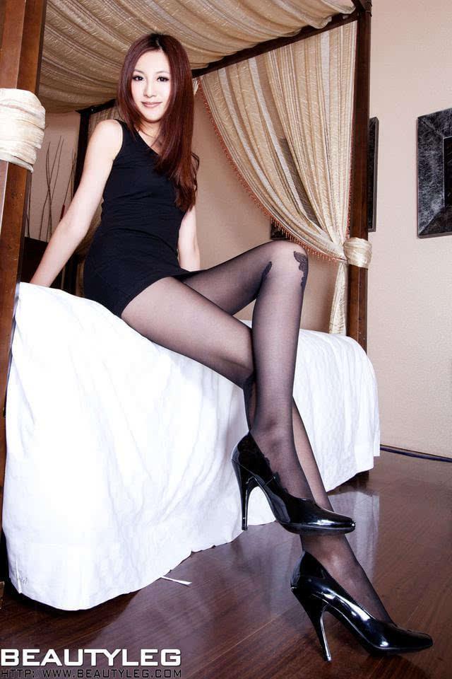 日本少妇裸体阴道写真_黑丝美女床照写真,真是赤裸裸的诱惑啊!