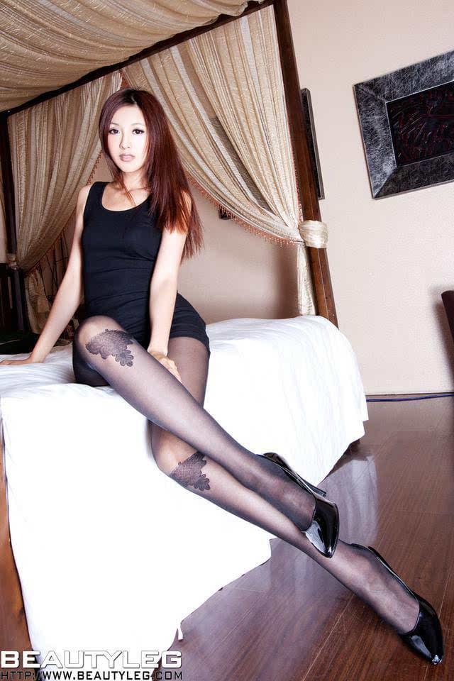 黑丝美女被颜射_黑丝美女床照写真,真是赤裸裸的诱惑啊!