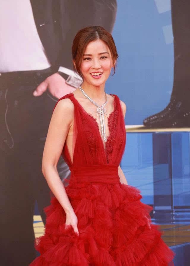 微乳女��9ᢹ����Z�_一大波微乳女明星称霸香港电影金像奖颁奖红毯