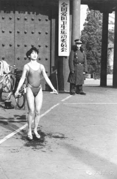 70年代的前卫泳装