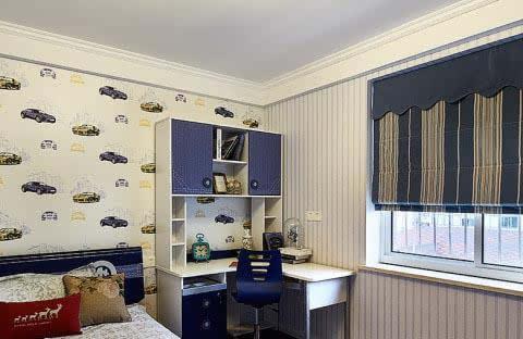 儿童房在窗户旁设计了一个学习区域,休息和学习硬件一应俱全.
