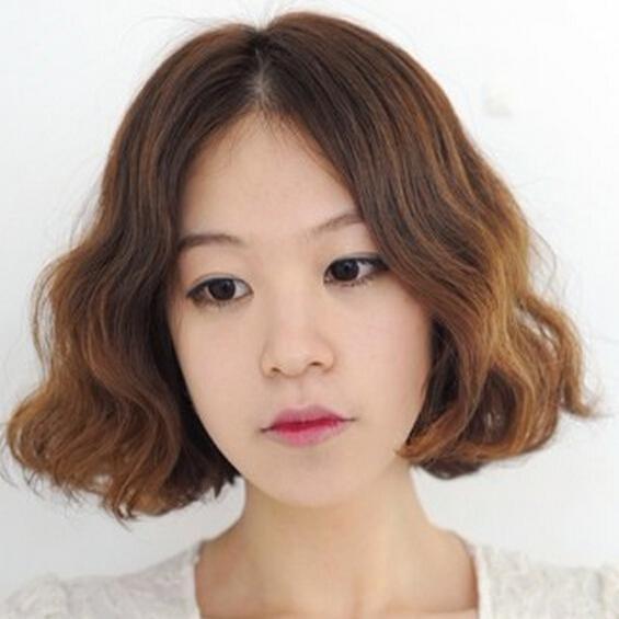 韩剧女主招人喜爱的原因 超甜美中分蛋卷发型图片