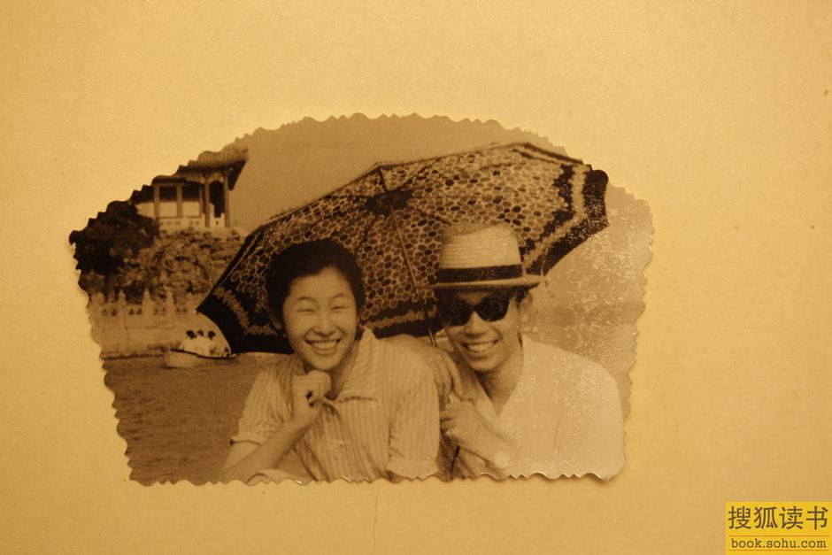 图为80年代旅行结婚的照片.