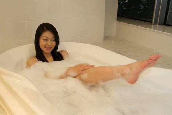 揭秘日本变态父女共浴习俗,日本人真会玩!