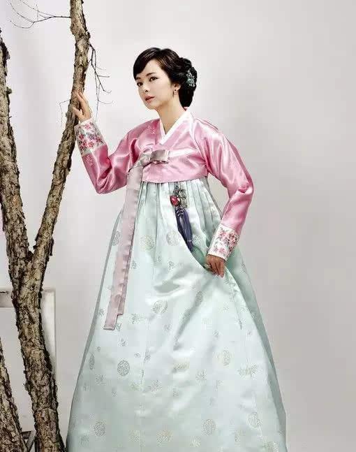 旗袍韩服和服越南旗袍谁更美?民族服装大比拼!
