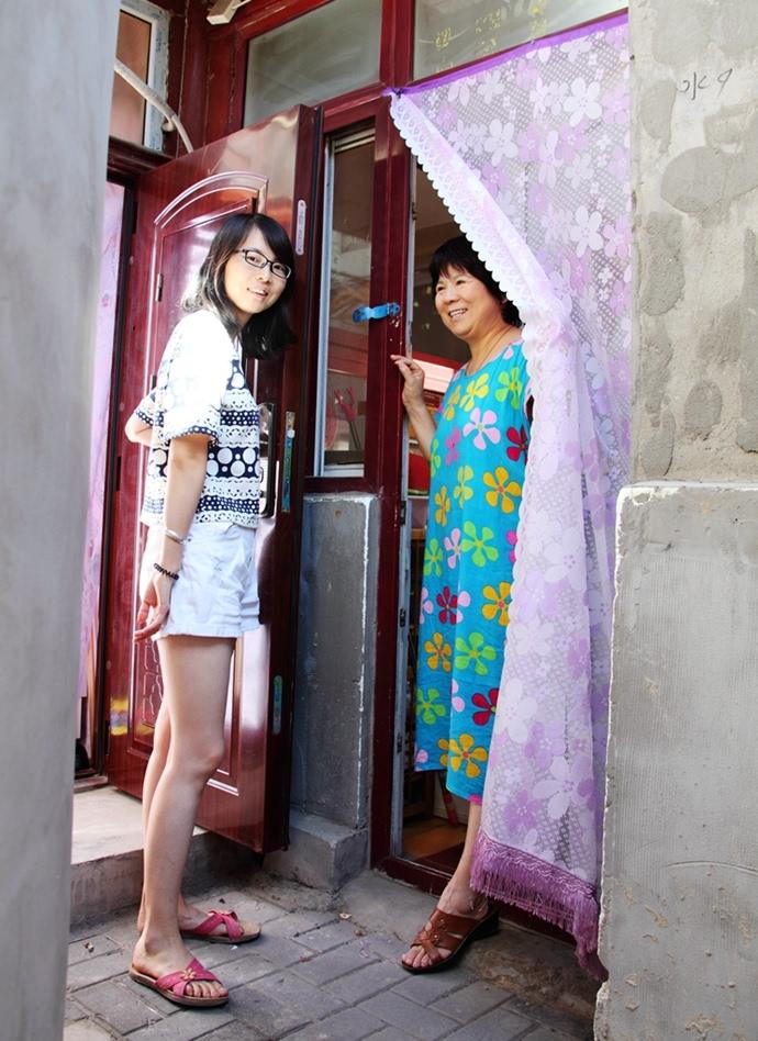 这位大姐对王晓娟夫妇也很关照她和小娟家一墙之隔听到小娟夜里...