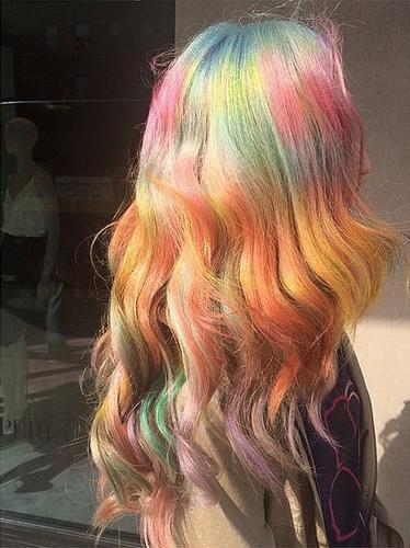 彩虹颜色的头发 大波浪,背杀有没有?