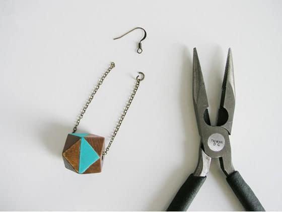 用小木块创意制作成耳环感带出门吗