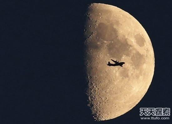 诡异的月亮