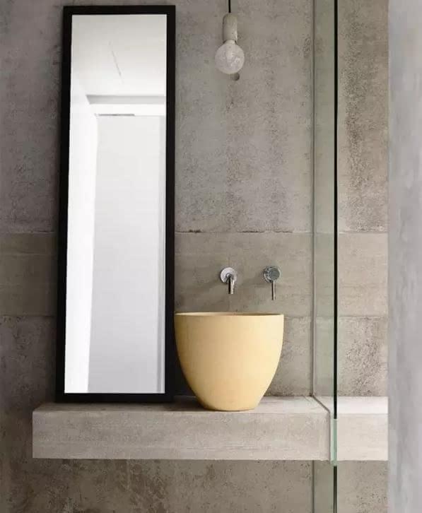 采用了复古设计,从色调到装饰物,乃至洗手盆的造型都透露出古典欧式