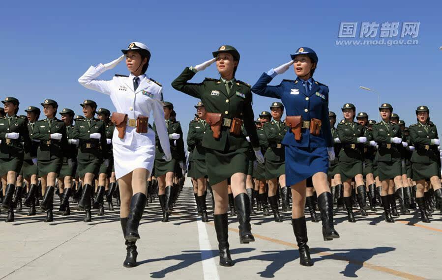 火箭军女兵没背景没送礼 入伍两年入圌党立功成士官 - 柏村休闲居 - 柏村休闲居