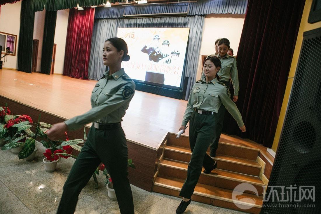 仪仗队首批退伍女兵找工作 走俏 企业