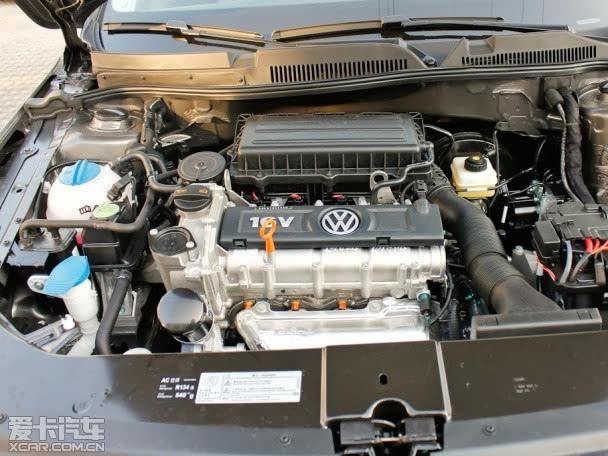 宝来则载了两款发动机,首先是一台1.6L自然吸气发动机,最大功率105Ps/5600rpm,最大扭矩155Nm/3800rpm,搭配5速手动和6速自动变速箱;另外一台则是我们熟悉的1.4T涡轮增压发动机,最大功率131Ps/5000rpm,最大扭矩220Nm/1750-3500rpm,与之匹配的是7速DSG双离合变速箱。 小结: 福睿斯和宝来都是专门针对中国市场的车型,所以两者在外形和内饰的设计上,都比较迎合中国人的审美。宝来从里到外各个地方均体现出了标准的大众风格,虽然挑不出什么毛病,但也没什么新意。