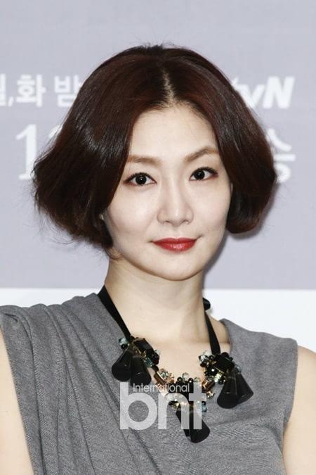 朴孝珠交往圈外男友被曝光 公司否认结婚传闻