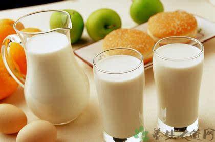 夏天喝牛奶会上火吗