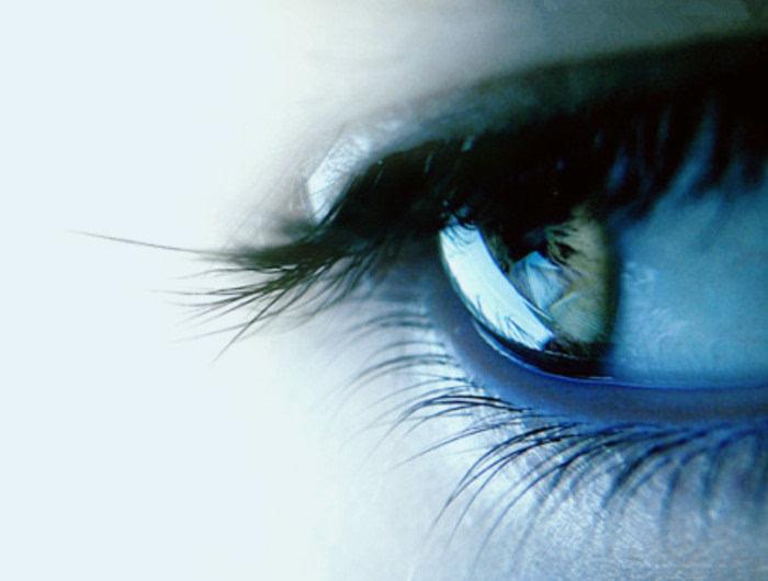 泪水洗涤过的眼睛,视野更开阔