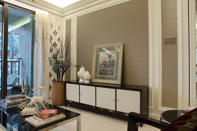 夹丝玻璃,花鸟墙纸,木地板,皮革n【设计风格】现代欧式风格n【设计